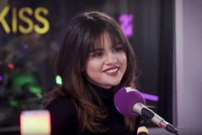 Selena Gomez says Taylor Swift cried at her new music