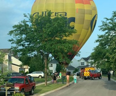 Hot air balloon makes emergency landing in Illinois neighborhood