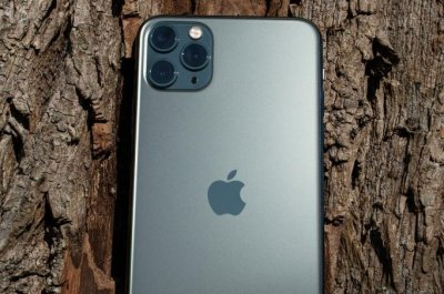 Taiwanese-man's-iPhone-returned-one-year-after-it-fell-into-lake