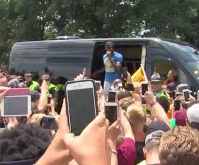 20,000 fans greet NBA champion Cavaliers at airport