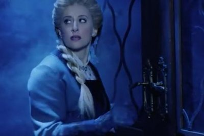 'Frozen' trailer features stage versions of Elsa, Anna, Kristoff and Olaf