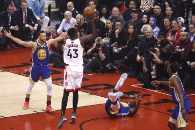 Pascal Siakam, Kawhi Leonard lead Raptors over Warriors in Game 1