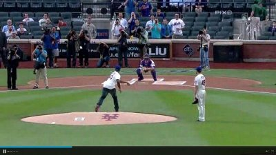 50 Cent's first pitch at a New York Mets game is one of the worst throws of all time