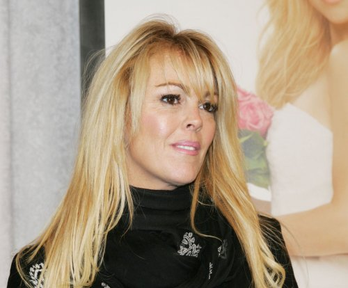 Dina Lohan rushes to London after Lindsay Lohan's hospitalization