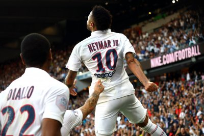PSG's Neymar nets game-winning goal on bicycle kick