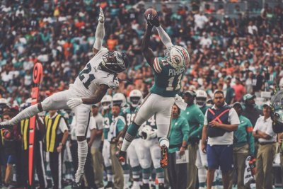 DeVante Parker explodes in Dolphins' win over Eagles