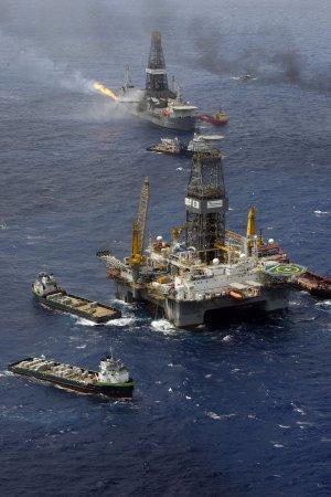 No warships near oil rig, China says
