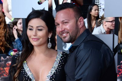 'Jersey Shore's' Jenni 'JWow' Farley files for divorce