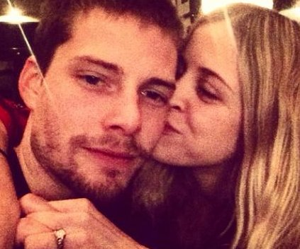 'Weeds' star Hunter Parrish gets engaged