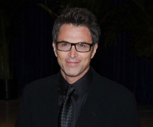 Tim Daly breaks both legs in skiing accident