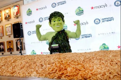 Green Giant cooks up 1,009 pounds of green bean casserole
