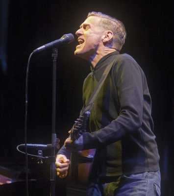 Bryan Adams' girlfriend is pregnant again