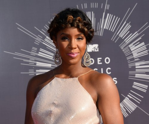 Kelly Rowland debuts sultry new single 'Dumb'
