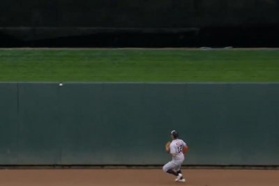 Twins' Dozier misses home run by inches, gets stuck in wall