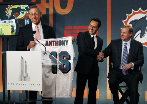 Singer Marc Anthony buys stake in Dolphins