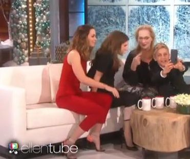 Meryl Streep poses for selfie with Ellen DeGeneres, gets left out