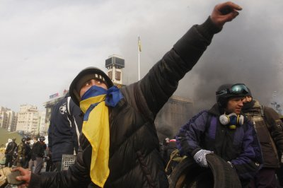 Ukraine rebels to recruit 100,000; U.S. considers supplying arms to government