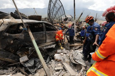 More than 1,300 now dead from Indonesia quake, tsunami