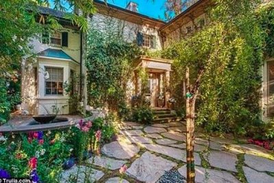 Jennifer Lawrence buys Jessica Simpson's old LA home for $7M