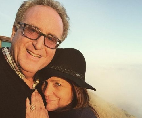 Jessica Simpson's mom is engaged