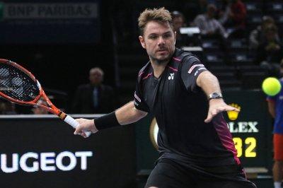 Wawrinka, Ferrer cruise into third round in Paris