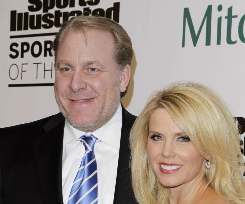 "Curt Schilling says Hillary Clinton should be ""buried under a jail"""