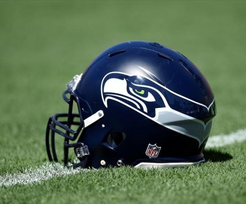 Free agent CB Maxwell re-signs with Seahawks