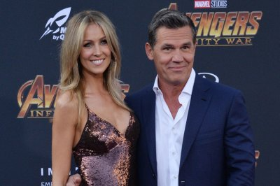Josh Brolin expecting daughter with wife Kathryn