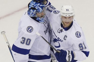 Steven Stamkos sets team goal record; Tampa Bay clinches Presidents' Trophy