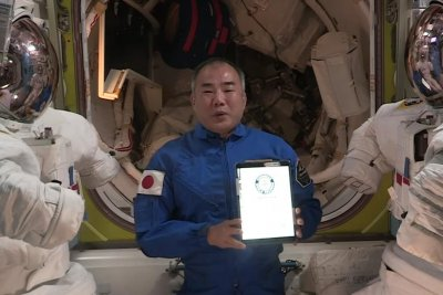 Astronaut breaks Guinness record for longest time between spacewalks