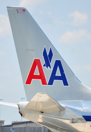 Bankrupt American Airlines to keep flying