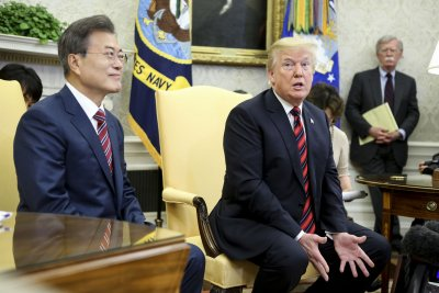 Trump tempers expectations of North Korea summit in Moon meeting