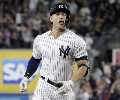 Yankees' Giancarlo Stanton hits walk-off homer vs. Mariners