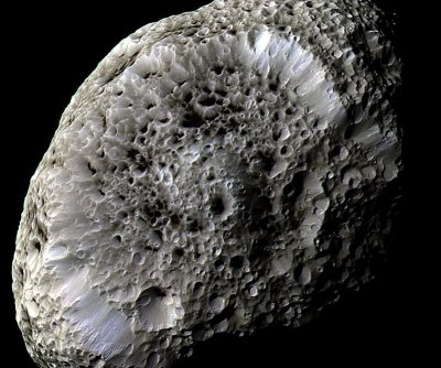 NASA Cassini craft to make final pass by Saturn's odd-shaped Hyperion moon