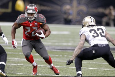 """Tampa Bay Buccaneers brass """"optimistic"""" about re-signing Doug Martin"""
