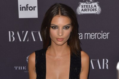 Emily Ratajkowski defends dress after Tim Gunn deems it 'vulgar'