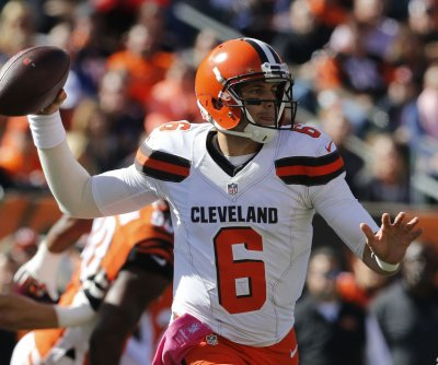 Cleveland Browns QB Cody Kessler departs with possible concussion