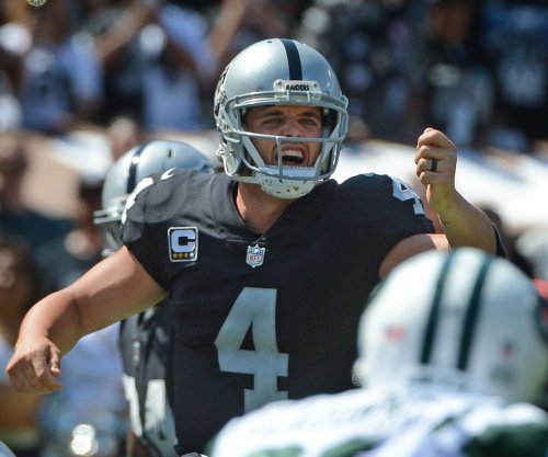 Derek Carr: Oakland Raiders' QB accepts risk of playing with painful back
