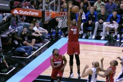 Heat's Bam Adebayo gets 2-handed block, dunks in transition