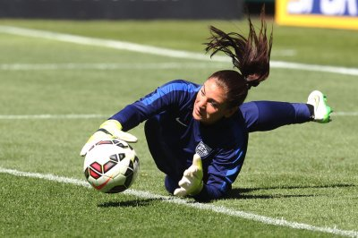 Hope Solo says U.S. soccer coach Jill Ellis 'cracks under pressure'