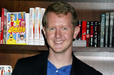'Jeopardy's Ken Jennings 'truly sorry' for 'insensitive' tweets
