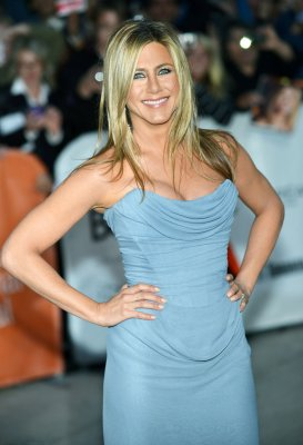 Jennifer Aniston sports minimal makeup on set of 'Cake'