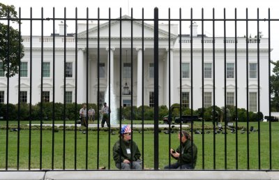 Man arrested after jumping fence at White House