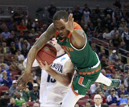 Villanova uses hot shooting to advance past Miami