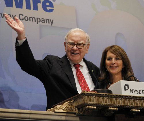 Warren Buffett said to be part of group seeking to buy Yahoo!