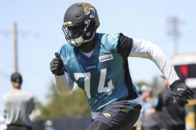 Jacksonville Jaguars finally get glimpse of LT Branden Albert in minicamp