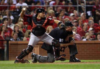 Rangers get catcher Rodriguez from Astros