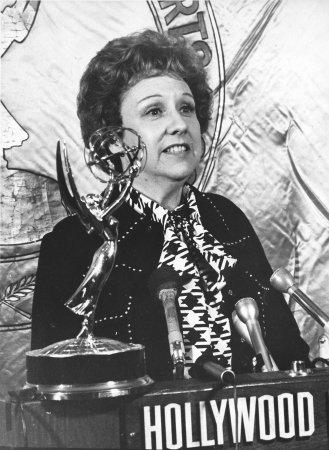 Jean Stapleton, 'All in the Family's' Edith Bunker, dies at 90