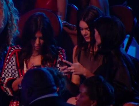 Kim Kardashian, Kendall & Kylie Jenner text through Ferguson tribute