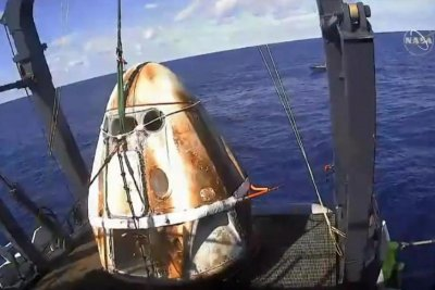 SpaceX Crew Dragon splashes into Atlantic, completing test flight's return leg